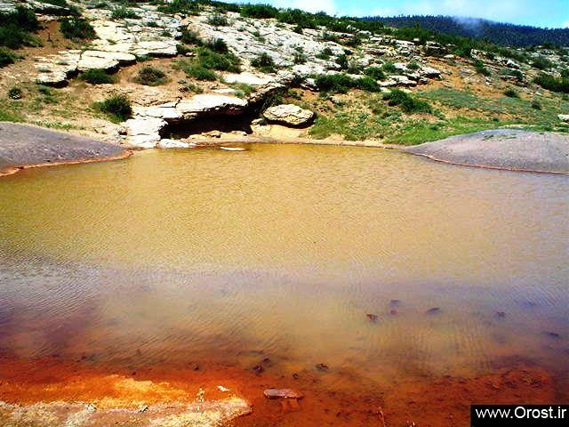 چشمه بخش غربی4 (دریاچه باداب سورت اروست)